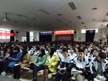 新东方教育科技集团总裁周成刚与实外学生一起看世界!