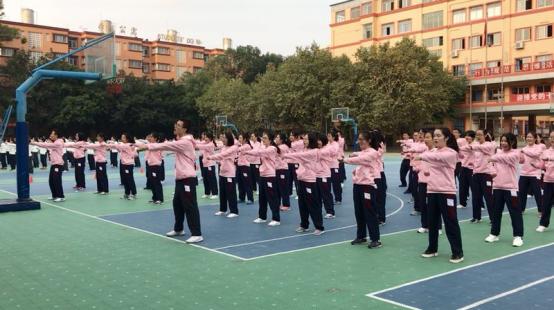 我校举办高二武术操比赛