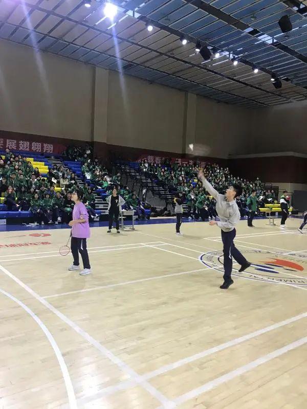 葡京集团直营app高2018级举行文科班羽毛球友谊赛